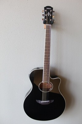 Yamaha APX600 Acoustic/Electric Guitar with Gig Bag - Black