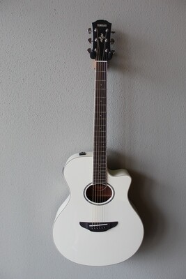 Yamaha APX600 Acoustic/Electric Guitar with Gig Bag - White