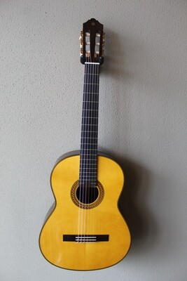 Yamaha CG192S Spruce Top Classical Guitar with Gig Bag