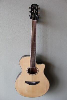 Yamaha APX600 Acoustic/Electric Guitar with Gig Bag - Natural