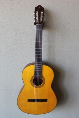 Yamaha CG122MSH Solid Spruce Top Classical Guitar with Gig Bag