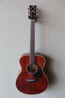 Yamaha FS850 Solid Mahogany Top Concert Acoustic Guitar with Gig Bag