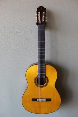 Yamaha CG162S Nylon String Classical Guitar with Gig Bag