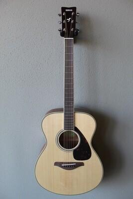 Yamaha FS820 Concert Steel String Acoustic Guitar with Gig Bag - Natural