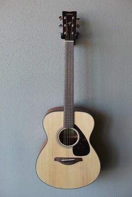 Yamaha FS800 Steel String Concert Acoustic Guitar with Gig Bag