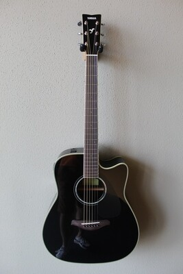 Yamaha FGX830C Dreadnought Acoustic/Electric Guitar with Gig Bag - Black