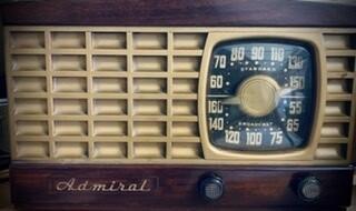 1947 Admiral 5 Tube Mahogany & Gold Radio /Repaired