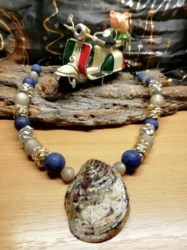 Natural Necklaces with Mussels from the Adriatic Sea Friuli Venezia Giulia - Handmade  by Corinna Kirchhof - Dark blue Lapis