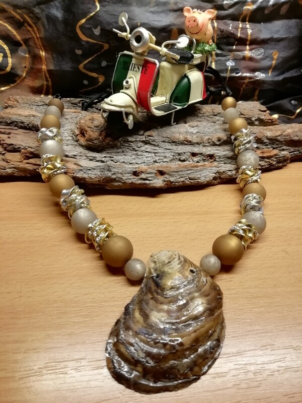 Natural Necklaces with Mussels from the Adriatic Sea Friuli Venezia Giulia - Handmade  by Corinna Kirchhof - Brown Polaris