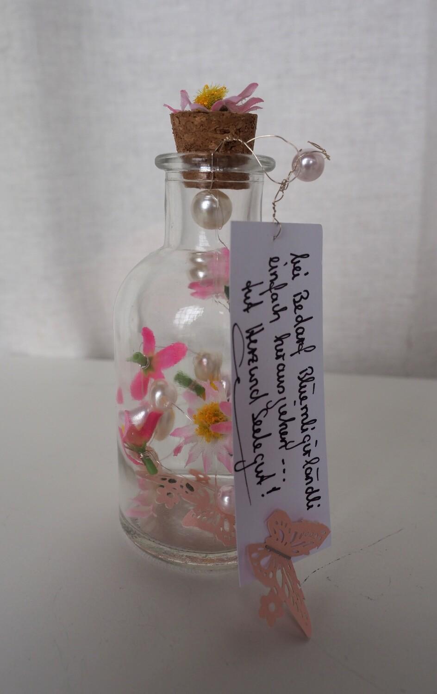 Glasfläschli mit Mini-Girlande