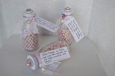 Glasfläschli mit Perlen