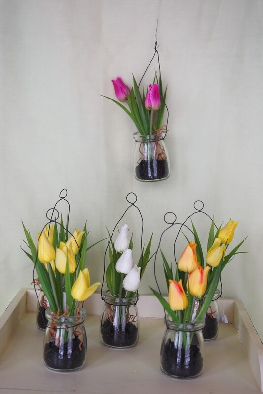 Kunstblumen im Glas