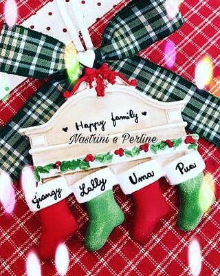 Decorazione natalizia caminetto con calze