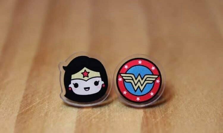 Coppia orecchini Wonder Woman e scudo