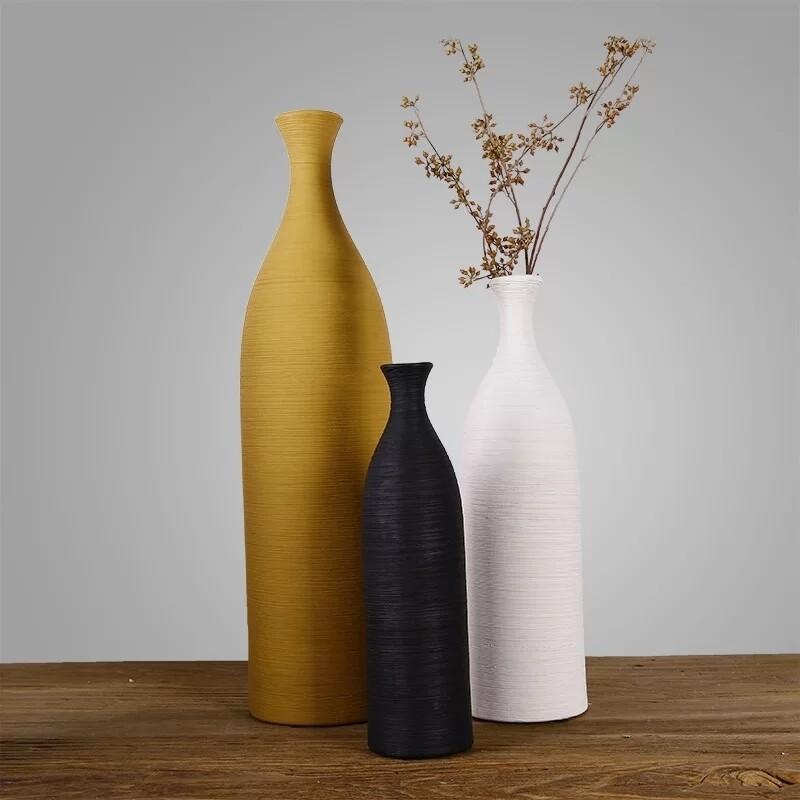 Le stylist decorative vases