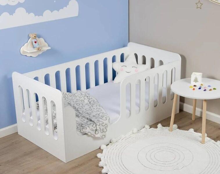 Кровать с вертикальными бортиками