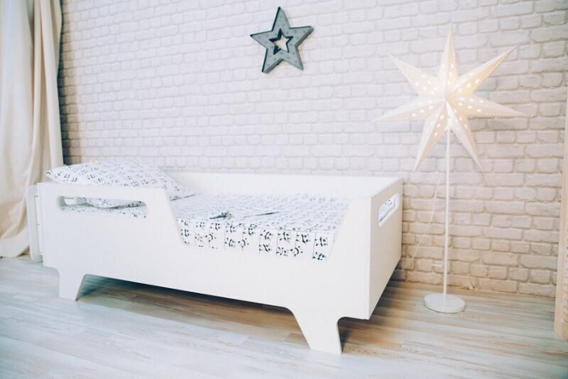 Кроватка на ножках