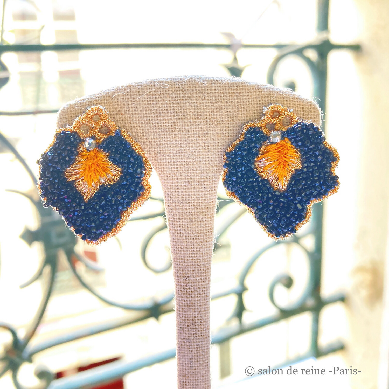 Boucles d'oreilles -Pétales- Perles Vintage noir & orange