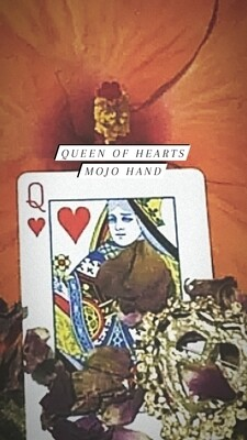 Queen of Hearts Mojo Hand