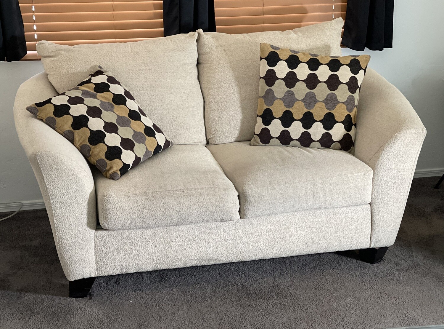 #2 Simmons Contemporary Loveseat Sofa Couch