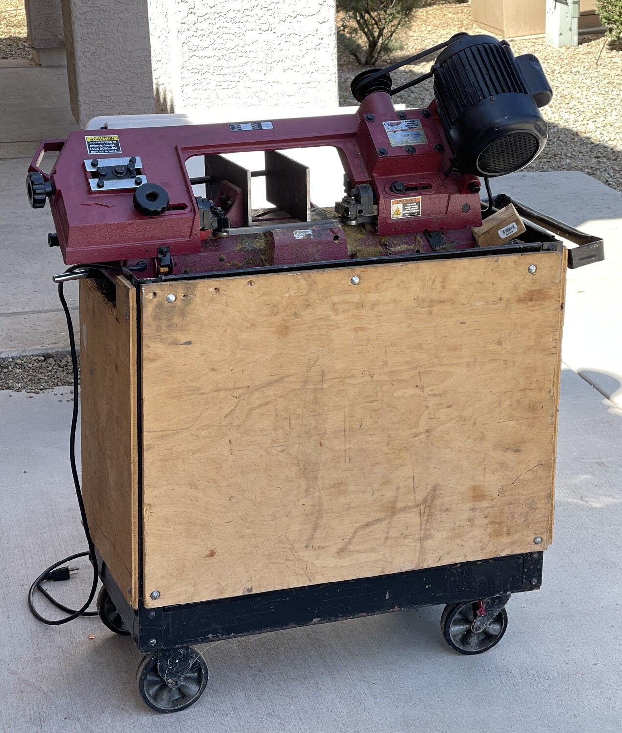 Central Machinery Metal Cutting Bandsaw on Cart