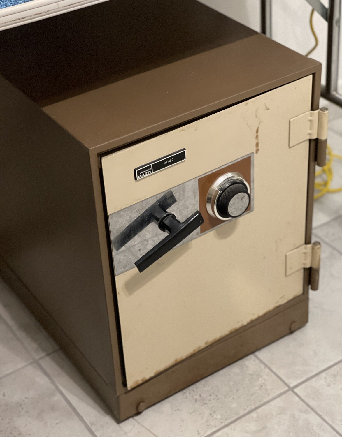 Montgomery Ward 9042 Safe