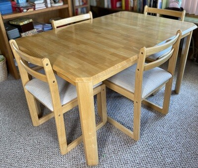 Douglas Furniture Natural Maple Dining Table with/ 4 Chairs