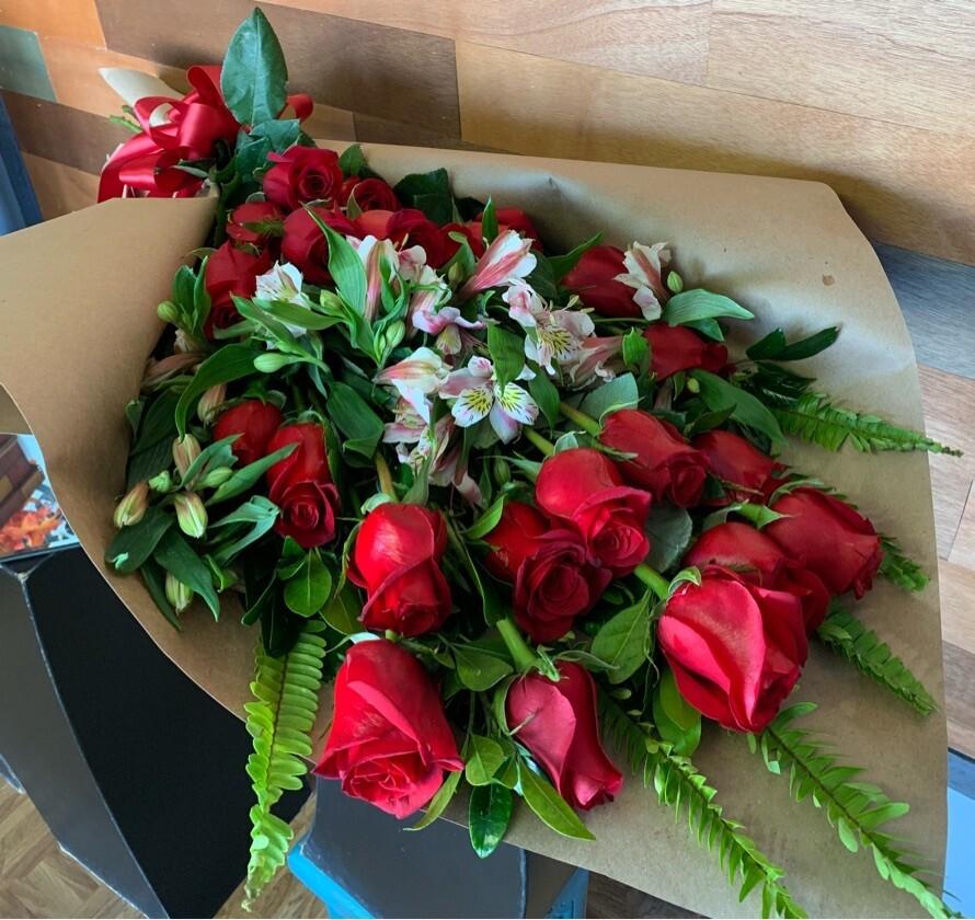 Ramo de 24 rosas rojas - Othelo
