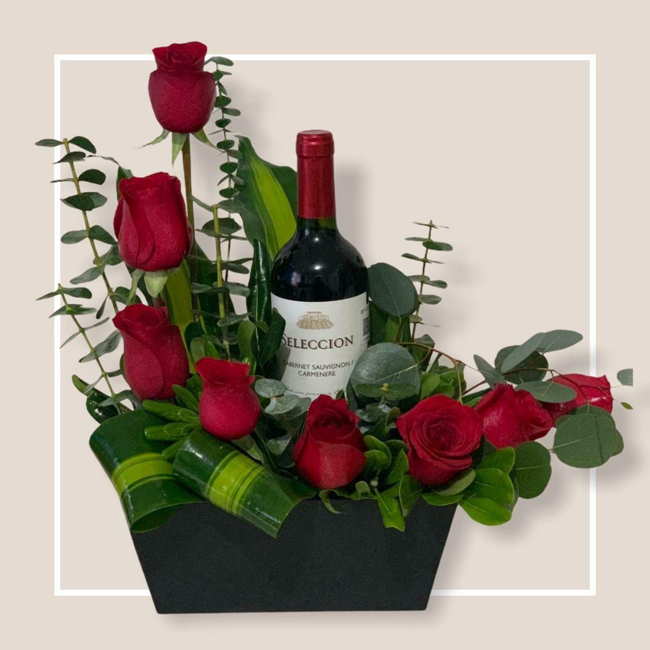 Canasta de 8 Rosas con vino - Cordova