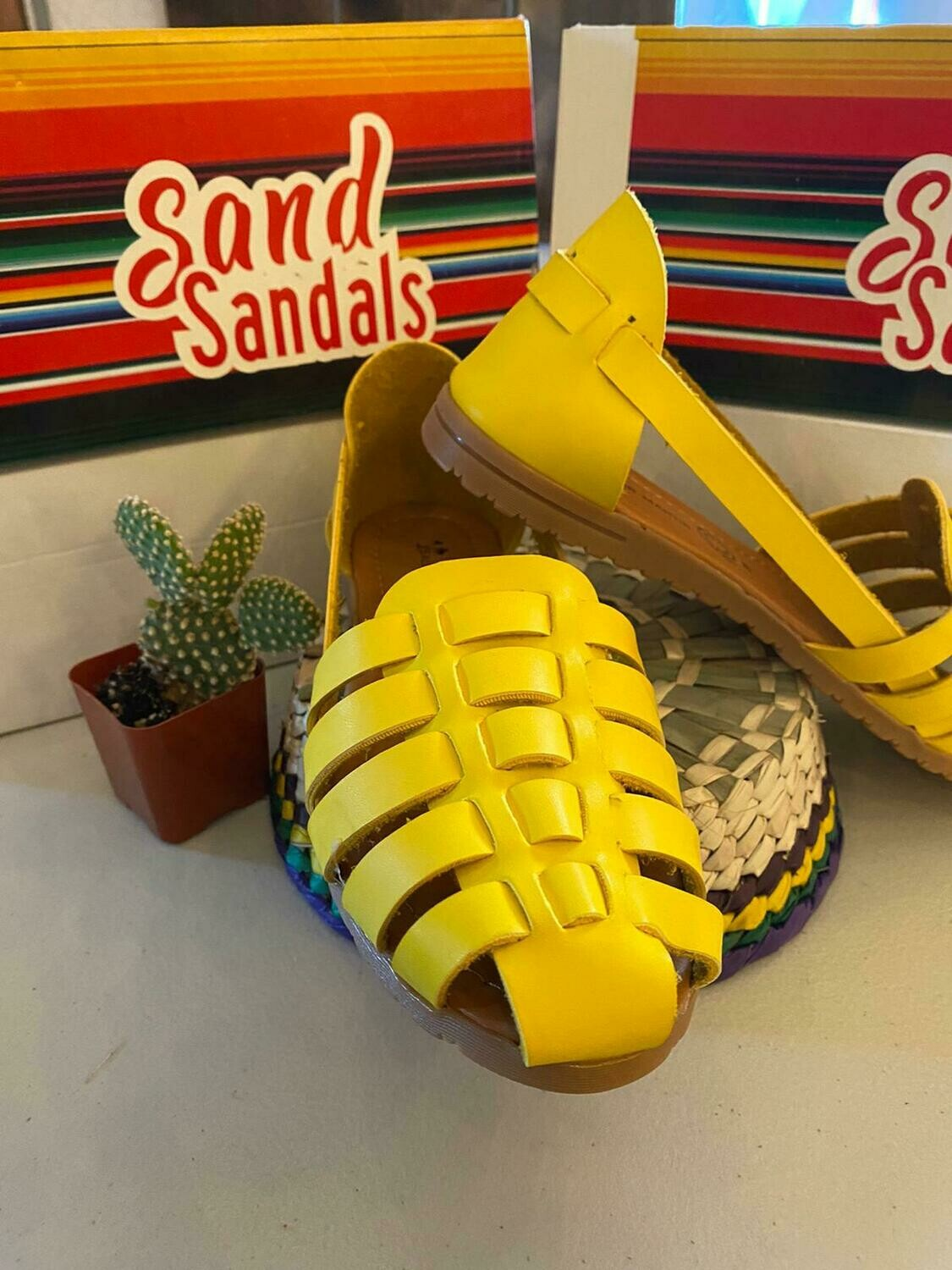 068-07 SANDALS CLOSE YELLOW