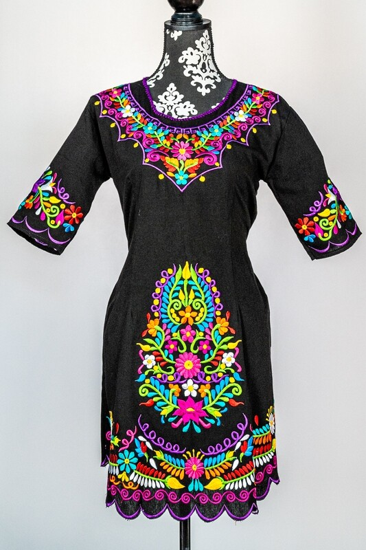 Embroidered black dress with 3/4 sleeve