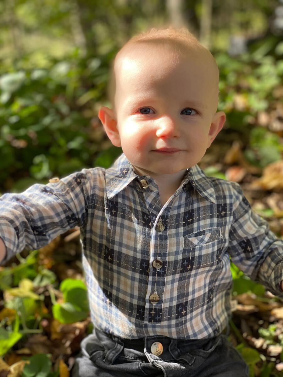 Me & Henry Baby Boys Jasper Grey Woven Onesie 12 B