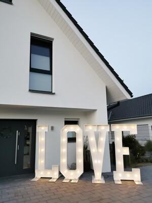 XXL LOVE Buchstaben mit Beleuchtung - Verleih - Highlight für die Hochzeit - Höhe ca. 1,80m
