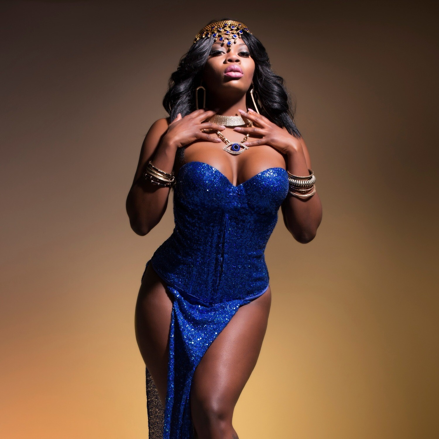 Sexiness, Pose and Walk with The Foxy Lexxi