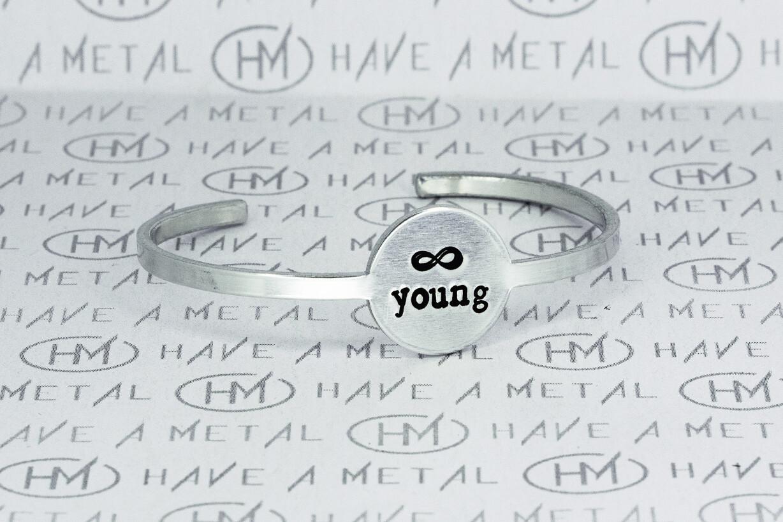 """Браслет алюминиевый """"Forever young"""", 150mm (unisex)"""