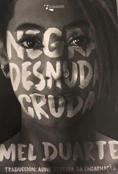 Negra desnuda cruda