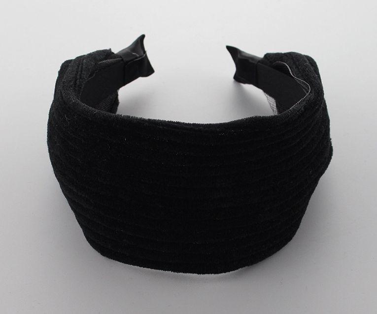 5cm-wide strips formed black velvet headband