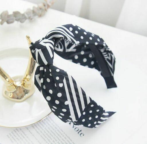 Knot front black white patterned chiffon headband