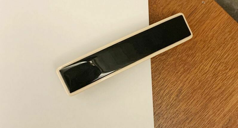 Resin hair barrette in Black / Beige
