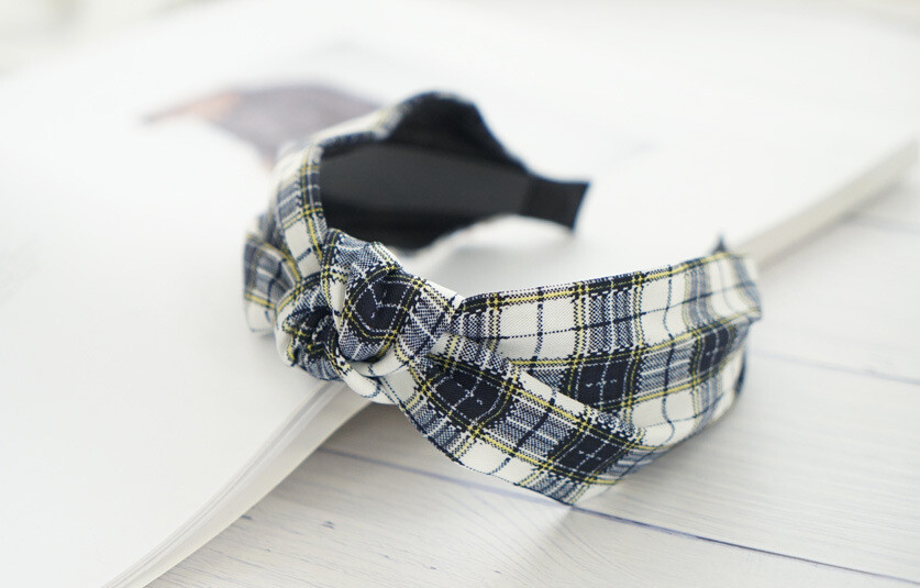 Plaids patterned knotted headband