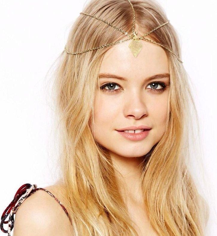 Dangling-diamond petal golden head chain