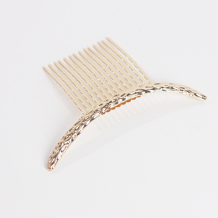 Curved crescent hair comb