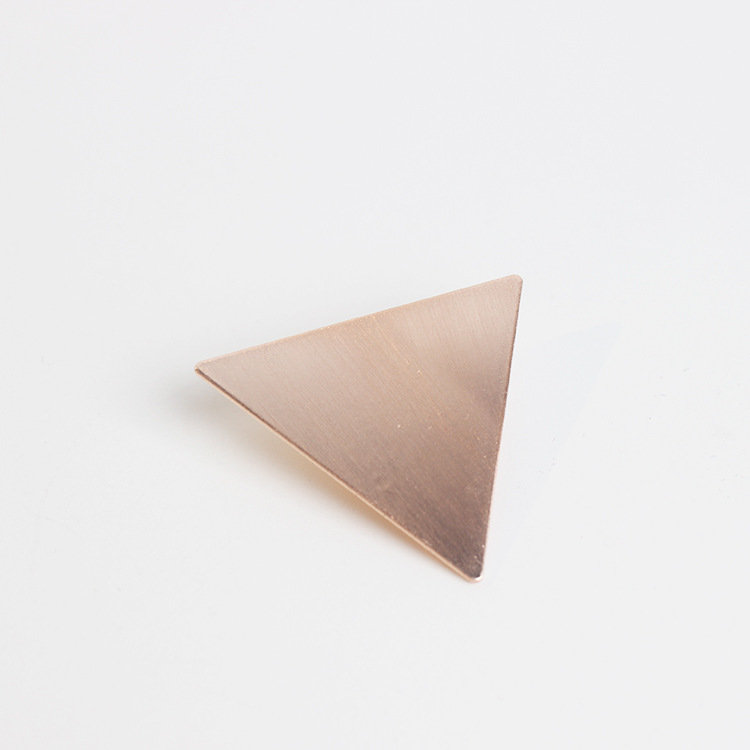 Metallic triangle hair clip