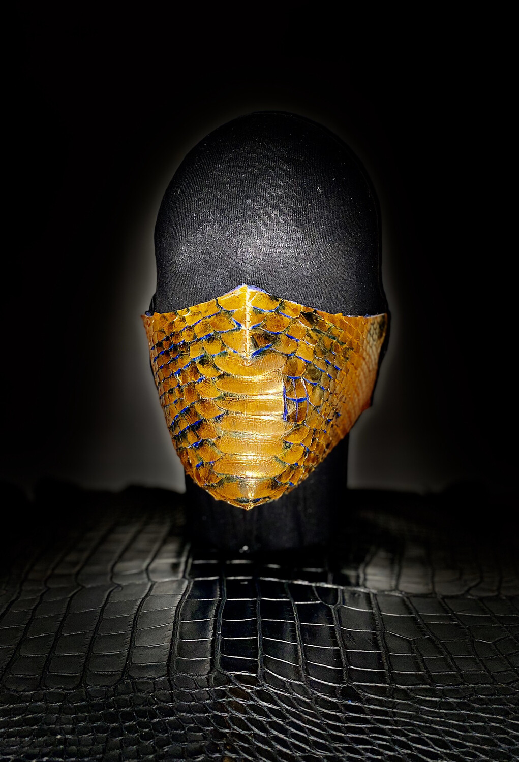 WICKED GOLD MASK