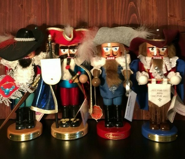 4 Muskateers Nutcracker Set