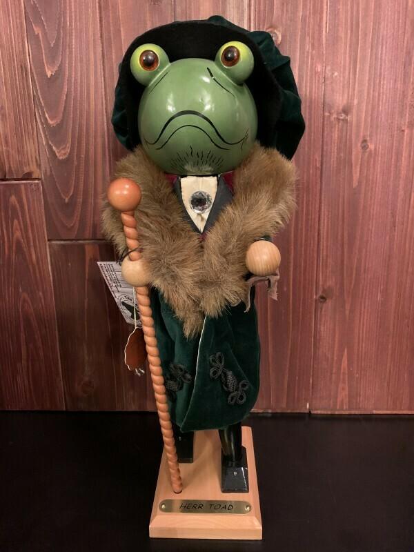 Herr Toad Nutcracker