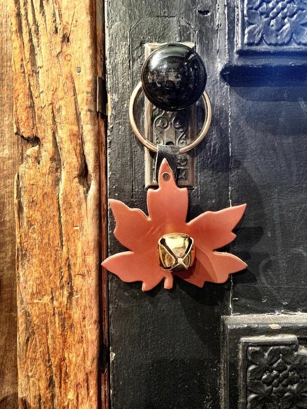 Door Hanger - Maple Leaf Tan/Brown