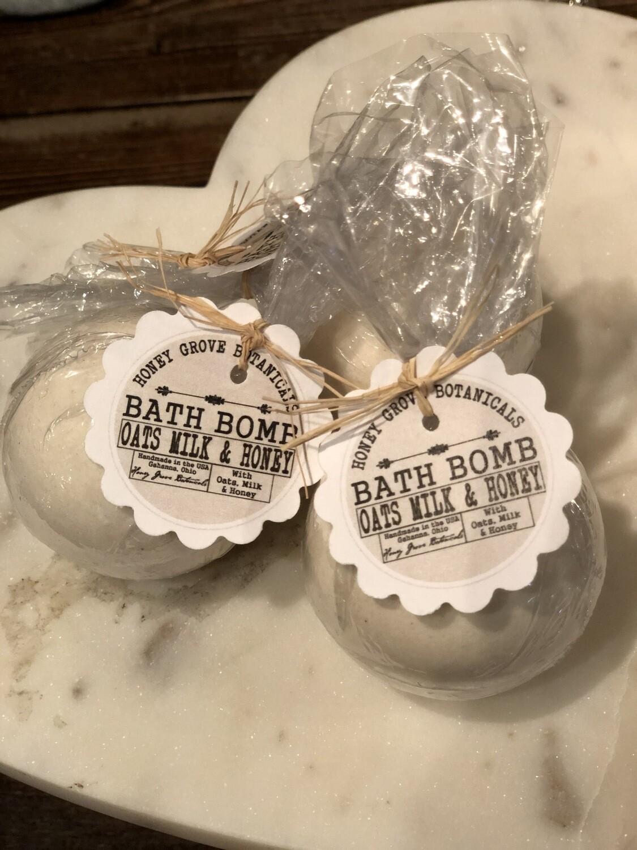 Oats Milk & Honey Bath Bomb