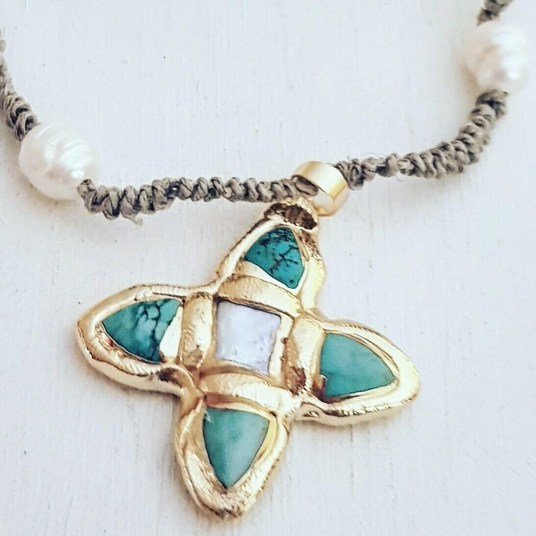 Collar snake cross