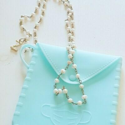 Cuelga-mascarillas perlas e inicial